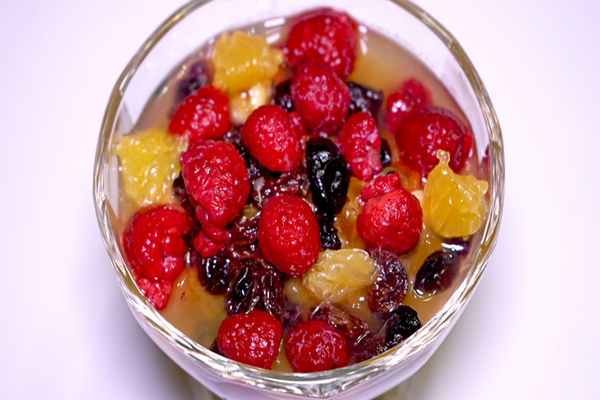 Фруктовый диетический салат витаминка
