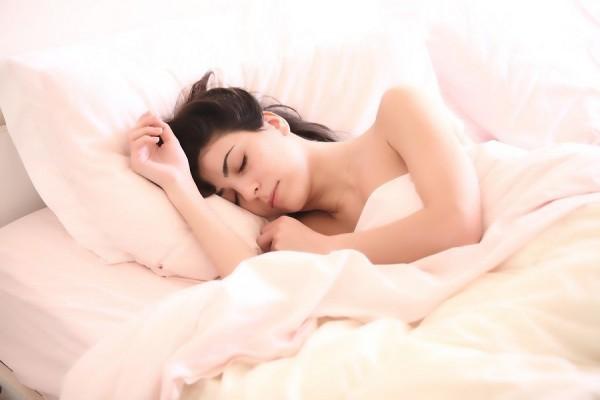 Правда ли, что спать на левом боку опасно для сердца и здоровья?