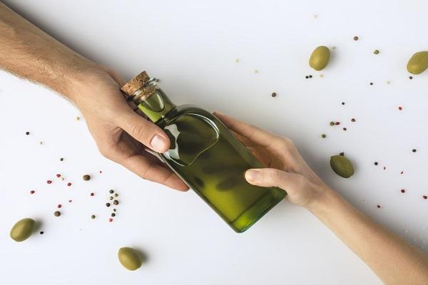 В салат или на голову — можно ли использовать оливковое масло в уходе за волосами