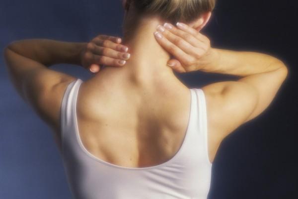 Советы остеопата: как убрать холку на шее