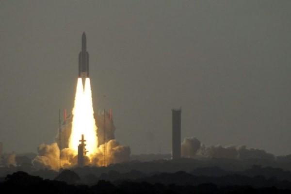Запуск Ariane 5 с тремя аппаратами на борту отложен на сутки