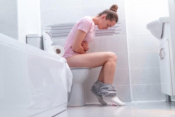Стул с кровью: причины появления крови в кале и как лечить