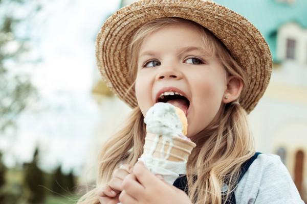 Можно ли есть мороженое в жару: мнение врачей