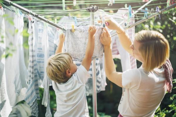 Почему нельзя сушить белье на балконе: 4 причины