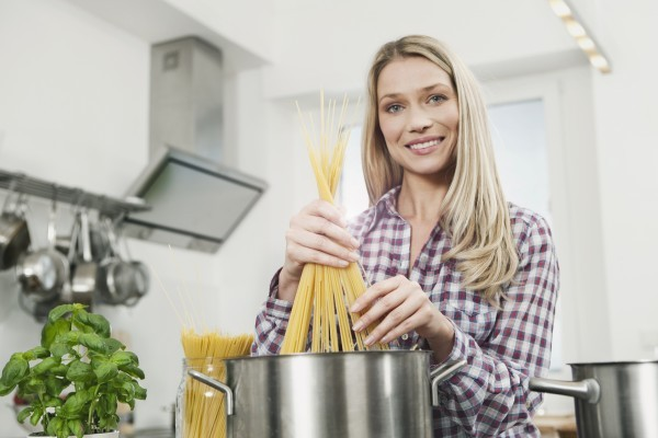 7 причин, почему нельзя выливать в раковину воду от макарон