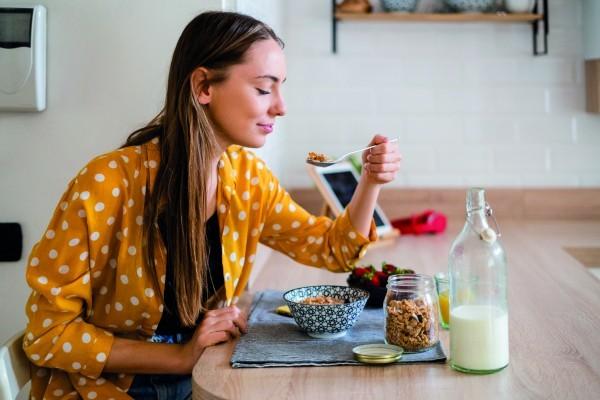 Названы 3 самых вредных для женщин завтрака