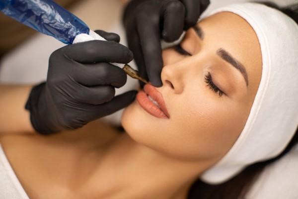 Перманентный макияж и другие бьюти-тренды, которые устарели