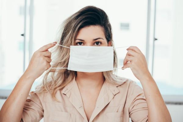 Как защитные маски вредят коже лица и что с этим делать: отвечает дерматолог