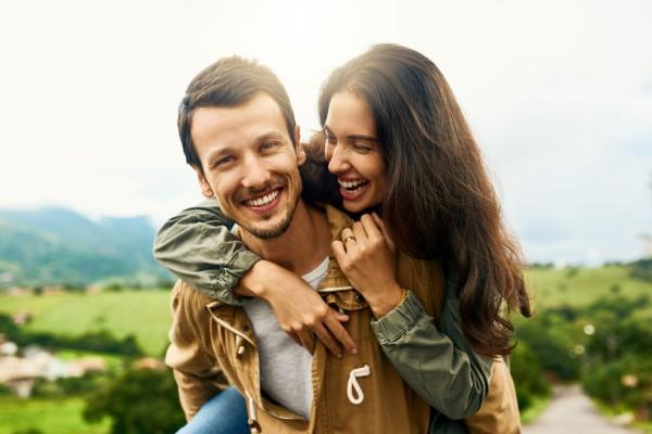 5 вещей, которые неосознанно делает женщина, когда влюбляется