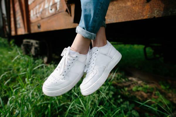 Чем отмыть белую подошву на обуви: самые простые способы