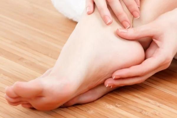 Почему немеют ноги и что с этим делать