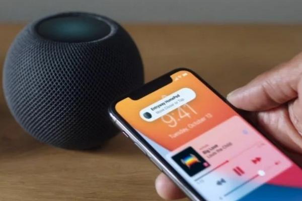 Без Spotify. Apple представила новую умную колонку HomePod mini