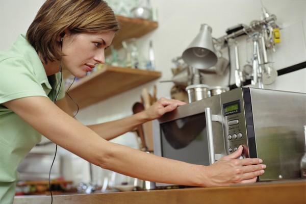 Мы всегда делали это неправильно: 14 ошибок при разогреве еды