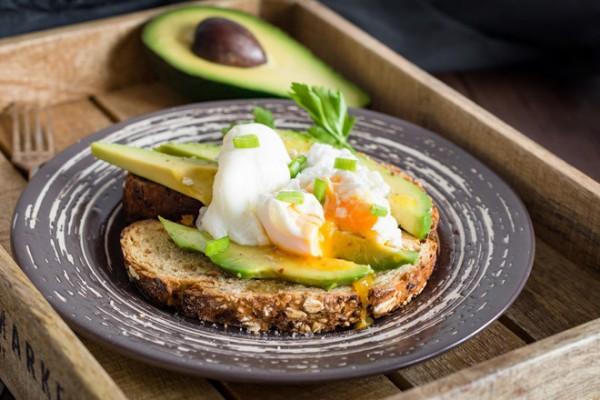 Быстрее, чем сделать макияж! 5 рецептов с авокадо на завтрак