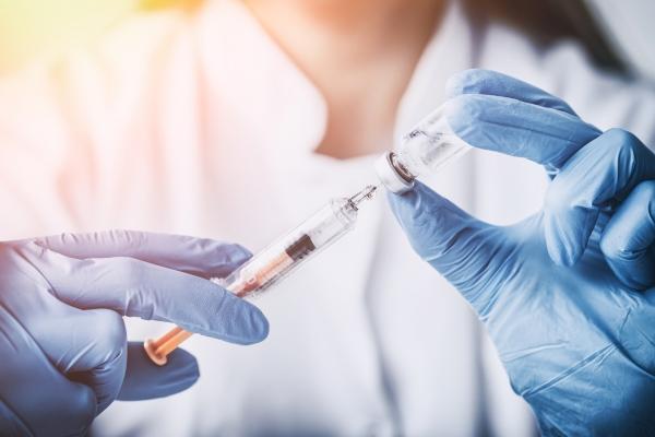 10 вопросов о вакцине от COVID, ответы на которые важно знать