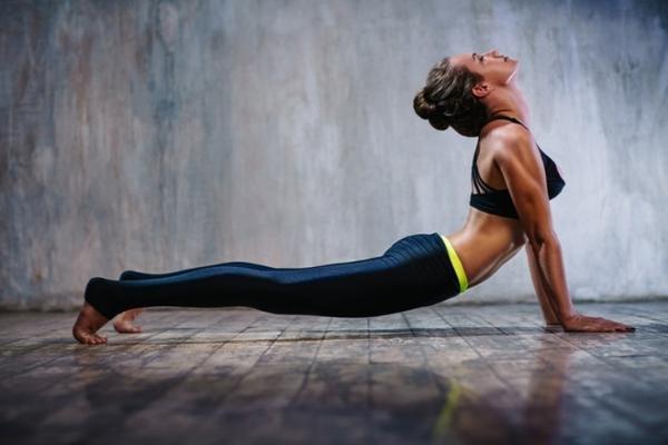 4 базовых позы йоги для новичков: ты будешь порхать как бабочка