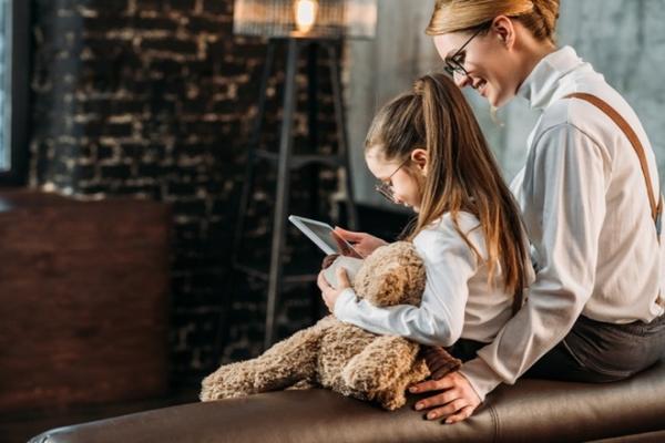 Домашниее обучение VS школьные уроки: психолог дает рекомендации родителям