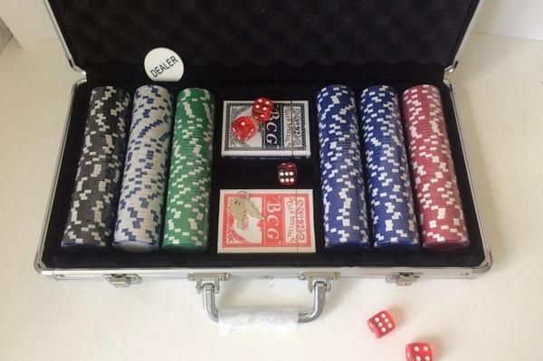 Покерный набор с фишками: как выбирать и что учитывать?