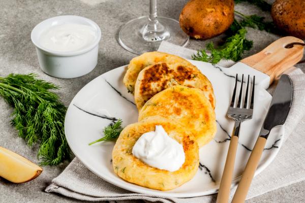 Творожные лепешки с сырной начинкой: элементарный рецепт