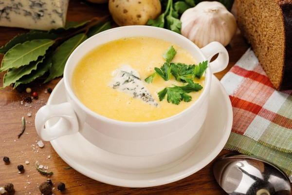 Суп из сыра: легкий рецепт золотистой вкусняшки – обед, как праздник