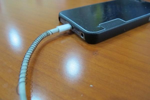 Как избежать износа зарядного кабеля? Очень просто!