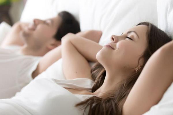 Двое в постели: как спать вместе и высыпаться