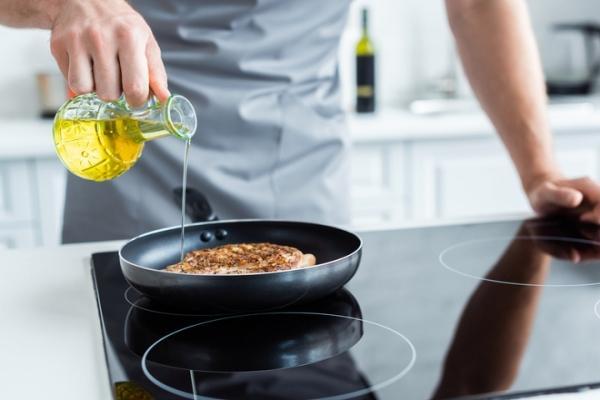 Как жарить еду без вреда для здоровья: полезные советы