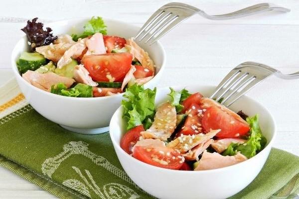 Теплый салат с семгой: рецепт приготовления