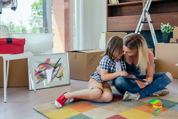 Как правильно реагировать, если ребенок ломает игрушки