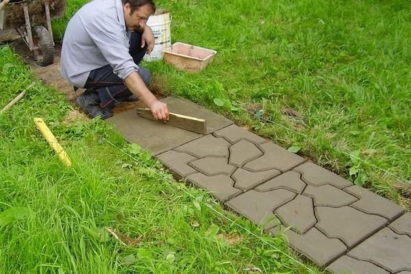 Цементная дорожка в саду своими руками
