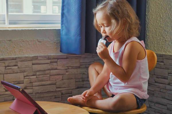 Еда под мультики: почему категорически не стоит этого делать