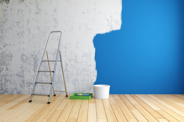 Поклеить обои или просто покрасить стены – что лучше?