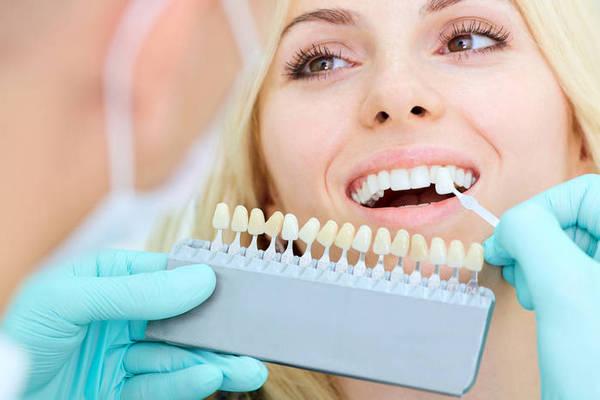 Почему зубы желтеют: ТОП-3 причины