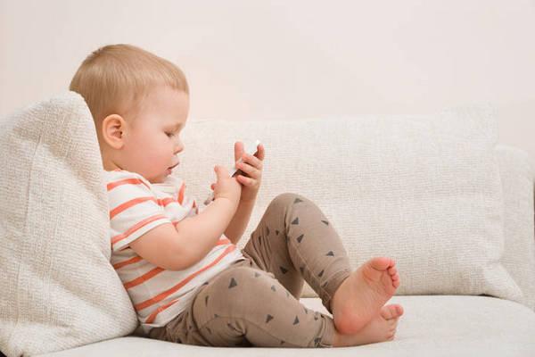 Из-за гаджетов дети позже начинают говорить: исследование