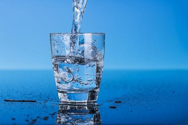 Полезен ли стакан воды утром натощак и почему
