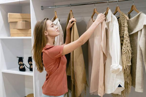 Как правильно сочетать цвета в одежде, чтобы получилось стильно