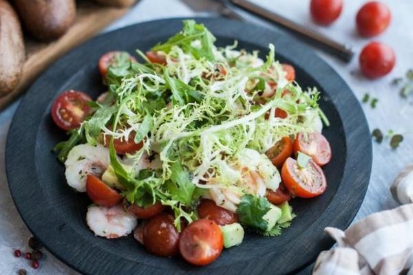 Сытный салат с авокадо