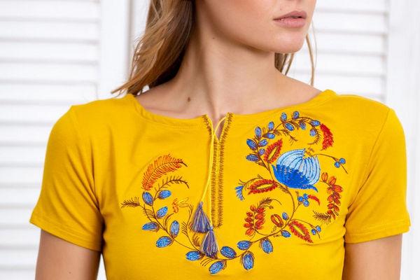Уникализация простой футболки с помощью креативной вышивки
