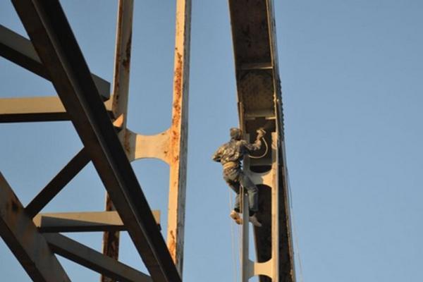 Антикоррозийная обработка конструкций на высоте: что это и как проводится?