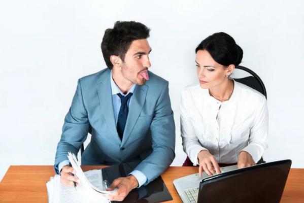 Травля на работе: почему это происходит, и что делать