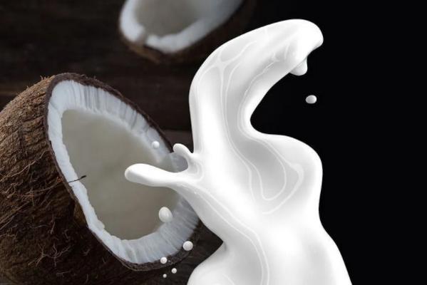 Врачи рассказали, кому не рекомендуется употреблять кокосовое молоко