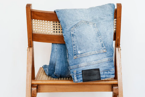Как стирать, сушить и гладить джинсы, чтобы дольше их носить