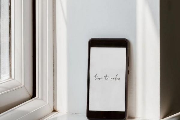 Прогулка без смартфона: как отдохнуть от экранов гаджетов