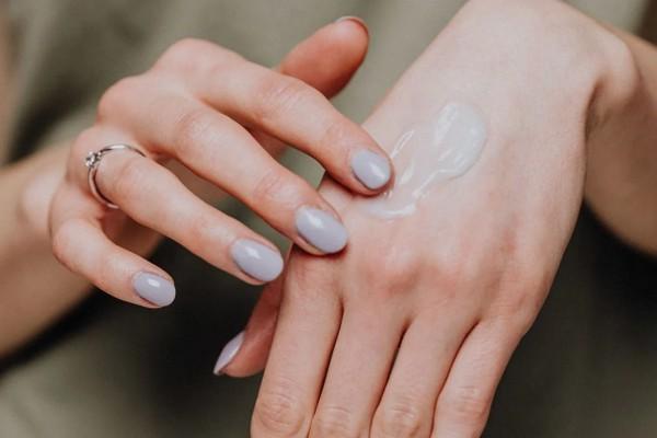 Правила ухода за кожей рук весной