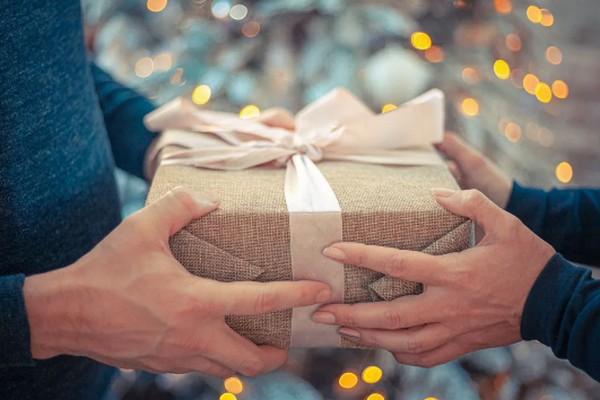В каких случаях подарок от мужа лучше не принимать