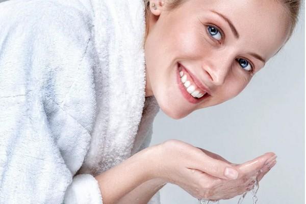 Как получить идеальную кожу, умываясь по методу Лазло