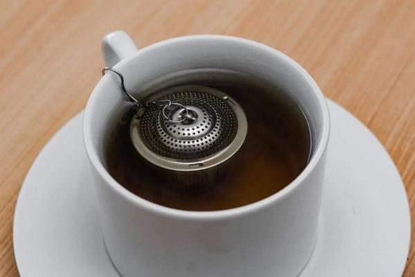 Черный чай для волос: уход, покраска и ополаскивания
