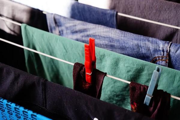Действенный лайфхак, который поможет легко и быстро очистить одежду от катышков