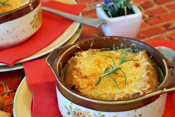 Французский луковый суп с курицей для всей семьи: пошаговый рецепт