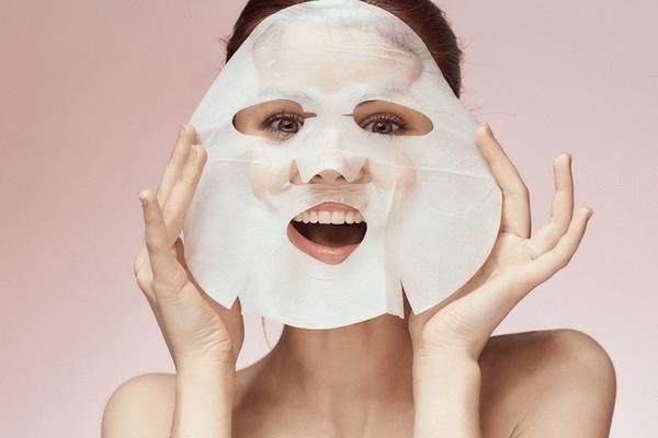 Действительно ли тканевая маска способна извлекать влагу из кожи лица после высыхания
